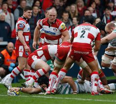 London Irish's George Skivington stretches to score