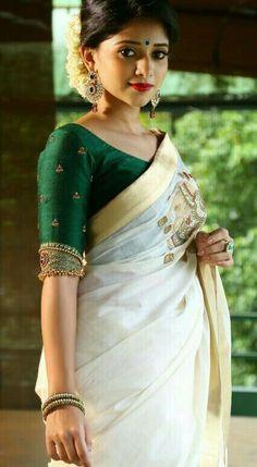 Jewelry on blouse – beautiful handwork embroidery that makes your blouse all the… Schmuck auf Bluse – schöne Handarbeit Stickerei,. Kerala Saree Blouse Designs, Wedding Saree Blouse Designs, Saree Blouse Neck Designs, Fancy Blouse Designs, South Indian Blouse Designs, Traditional Blouse Designs, Traditional Sarees, Sari Bluse, Stylish Blouse Design