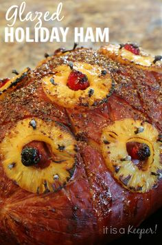 Glazed Holiday Ham is perfect for Easter Christmas or any other time you want to make a special dinner. Pepper as the secret ingredient! - Ham - Ideas of Ham Holiday Ham, Holiday Recipes, Christmas Ham Dinner, Christmas Ham Recipes, Christmas Sangria, Easter Dinner, Boneless Ham Recipe, Pork Recipes, Cooking Recipes
