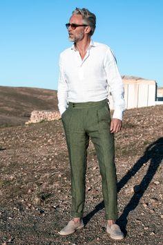 Linen Pants Outfit, Linen Trousers, Khaki Pants, Formal Men Outfit, Smart Casual Men, Pantalon Costume, Mens Fashion, Fashion Outfits, Menswear