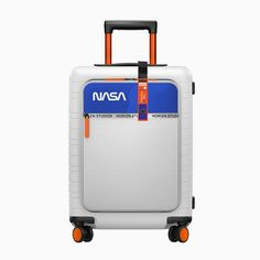 old astronaut-in-training alyssa carson has teamed up with smart travel brand horizn studios to co-design space-travel inspired NASA cabin luggage. Nasa Planets, Nasa Astronauts, Cabin Luggage, Hand Luggage, Luggage Case, Space Tourism, Space Travel, Bel Air, Apollo 11 Mission