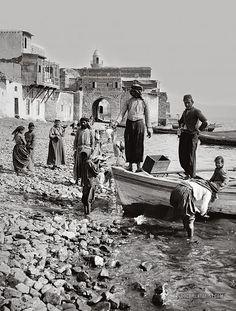 Native life on the lake shore. Tiberias, Palestine. 1900-1920
