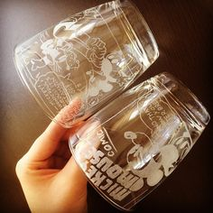 100均ルーターで簡単ガラス彫刻♡お家でグラスリッツェンに挑戦!にて紹介している画像 Voss Bottle, Water Bottle, Diy And Crafts, Arts And Crafts, Design Crafts, Wine Glass, Mason Jars, Activities, Tableware