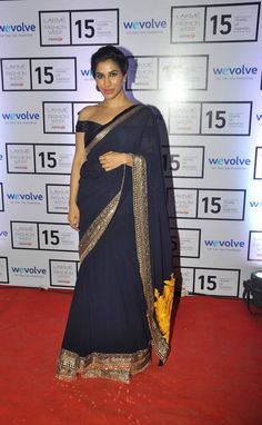 Manish Malhotra's close friend and actress #SophieChoudry came wearing a navy blue lehenga sari by the designer himself.  For More Hot Pictures Of Bollywood Celebrities Just Click On www.biscoot.com  #Celebs #BollywoodCelebrities #Biscoot #BollywoodActress #LakmeFashionWeek