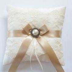 Matrimonio cuscino anello in pizzo avorio formato di JLWeddings