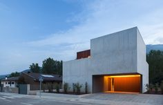 Built by arnau estudi d'arquitectura in Sant Feliu de Pallerols, Spain with date Images by Marc Torra. On a river bank, at the bottom of a valley, open to distant cliffs, this simple house shows us closed as a box to kee. Architecture Résidentielle, Minimalist Architecture, Arch House, Simple House, Villa, Building A House, Building Facade, House Design, Studio