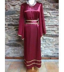 http://muykuki.com/es/43-trajes-arde-lucus-romanos