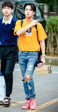 Ravi Lee Jaehwan, Ravi Vixx, Jellyfish Entertainment, Love My Family, Beautiful Voice, Korean Artist, Youngjae, Handsome Boys, K Idols