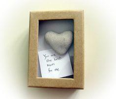 Unieke Moederdag kaart een hart vormige rots in een doos