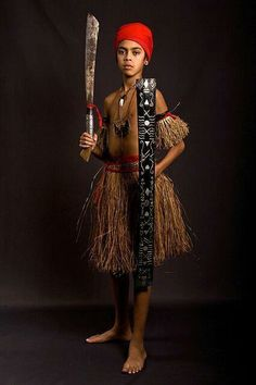 Strijder. Maluku Islands, Fashion Pictures, Style Pictures, Indigenous Tribes, East Indies, Tribal Art, African, Culture, History