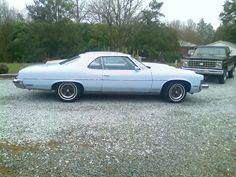 1973 Pontiac Bonneville in special-order light blue -- this is the original color and was a $119 option. 400-4 (T)