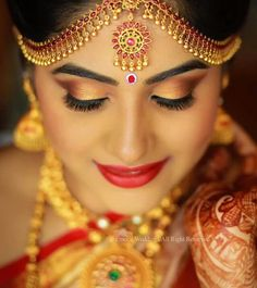 Discover thousands of images about Indian Wedding Makeup, Bridal Eye Makeup, Indian Bridal Fashion, White Bridal Shower, Bridal Shower Rustic, Bridal Bouquet Fall, Wedding Bouquet, Wedding Bride, Bridal Makeup For Brunettes