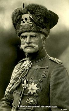 Quite possibly the greatest hat worn during the Great War .Generalfeldmarschall August von Mackensen, officer in the German Army. Wearing the Totenkopf (skull and cross bones) which was part of German military gear since the century. Military Gear, Military History, Military Uniforms, Military Style, World War One, First World, Field Marshal, Nagasaki, German Army