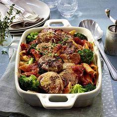 Gratiniertes Schweinefilet mit Brokkoli und Nudeln in Tomatensoße Rezept | LECKER