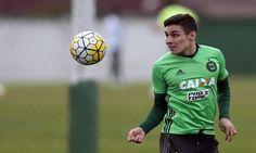 O Palmeiras já tem seu primeiro reforço encaminhado para 2017, trata-se do meia Raphael Veiga, que vem se destacando pelo Coritiba no Brasileirão.