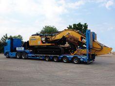 La semi-remorque MultiMAX de Faymonville est adaptée pour le #transport des engins de construction.