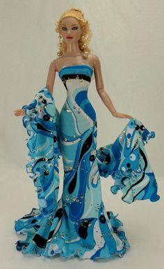 Tonner doll -- fantastic dress!!