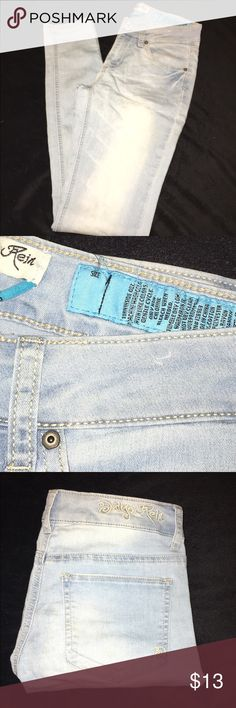 Light wash skinny jeans tight jeggings jean Women's size 1, W-25 in. These skinny jeans are new without tags. These tight jeggings feature indigo reign written on the waistband above the back belt loops. These are not distressed!   Jeans, jeggings, jean, pants, skinny, light, tight, Jeans Skinny
