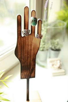 Awesome porte bagues en bois original et pas cher original wooden door holder and cheap Jewelry Display Stands, Ring Displays, Jewelry Stand, Jewelry Holder, Ring Holders, Jewelry Tray, Jewelry Shop, Jewelry Accessories, Jewelry Making