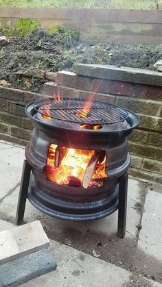 Rim Fire Pit, Fire Pit Grill, Cool Fire Pits, Fire Pit Backyard, Wheel Fire Pit, Outdoor Stove, Outdoor Fire, Diy Wood Stove, Fire Pit Designs