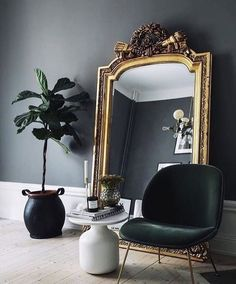 black gold living room ideas black walls giant gilded mirror black gold and crea Gold Interior, Decor Interior Design, Interior Decorating, Decorating Tips, Interior Photo, Foyer Decorating, Scandinavian Interior, Contemporary Interior, Luxury Interior