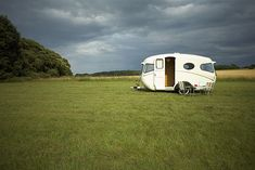 Willerby Vogue    Peter was looking for a caravan as a winter project, but it would have to complement Lindy, his beloved 1950 Series One Land Rover. After several months of searching, he found a Willerby near his home that needed immediate restoration work.