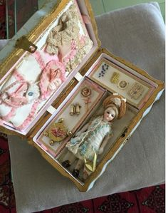 Rare french all bisque barefoot 13 cm, in her box : Olgari shop Half Dolls, Tiny Dolls, Miniature Crafts, Miniature Dolls, Doll Display, Bisque Doll, Dollhouse Dolls, Antique Toys, Doll Accessories