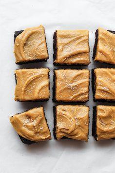 Chocolate brownies with salted caramel peanut butter frosting (vegan & gluten-free) Vegan Desserts, Just Desserts, Vegan Chocolate Brownies, Chocolate Topping, Chocolate Frosting, Chocolate Desserts, White Chocolate, Cake Recipes, Dessert Recipes