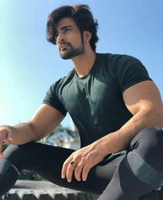 Sexy gym wear of pearl I Love Rain, Indian Drama, Cute Stars, Tv Actors, Mens Fashion Suits, Sweet Couple, Hair And Beard Styles, Gym Wear, Attractive Men