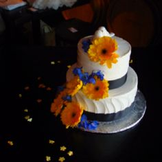 Love this cake. So simple yet so pretty!