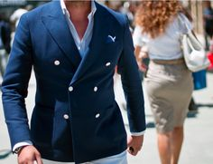 Nice double breasted jacket for Spring. The light cream colored buttons nicely highlight the off-white pants. Great look for sunny days.
