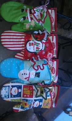 Great teacher's gift at Christmas. Oven Mit Present - DIY Christmas Gift Ideas for Kids