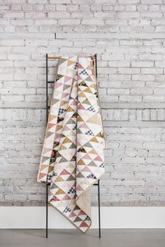 A modern spin on a traditional quilt.  This quilt is perfect for beginning quilters! Longarm Quilting, Hand Quilting, Machine Quilting, Beginner Quilt Patterns, Quilting For Beginners, Quilting Ideas, Straight Line Quilting, Half Square Triangle Quilts, How To Finish A Quilt