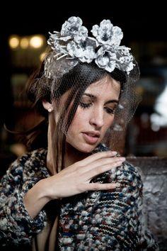 corona de flores plata