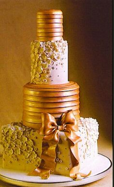 Modern  and romantic cake, design by Lourdes Padilla