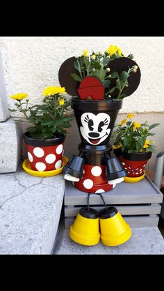 Minnie Mouse - All About Flower Pot Art, Clay Flower Pots, Flower Pot Crafts, Painted Flower Pots, Painted Pots, Clay Pots, Flower Pot People, Clay Pot People, Clay Pot Projects