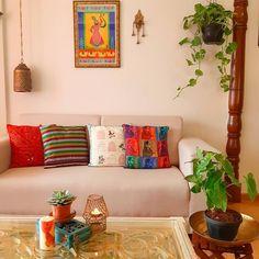 कितना और बदलू खुद को जीने के लि… – Home Decor Apartment Indian Home Interior, Indian Interiors, Luxury Homes Interior, Interior Design, Indian Room Decor, Ethnic Home Decor, Home Decor Furniture, Home Decor Bedroom, Living Room Interior