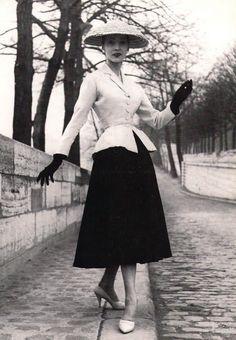 Ballet Skirtas is detachable skirts. Christian Dior crystallized Ballet skirt in New Look.