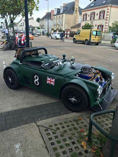 is it mini? Classic Mini, Classic Cars, Mini Cooper S, Carros Audi, Mini Morris, Gt Turbo, Vintage Race Car, Unique Cars, Mini S