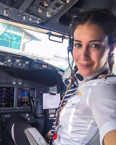 Female Pilot from All Over - Female pilot from all over world - Women in Uniform Female Pilot, Female Soldier, Pilot Uniform, Military Women, Military Style, Flight Deck, Cabin Crew, Flight Attendant, Pretty Woman
