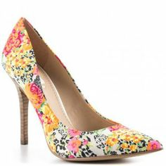 An item from  http://minipopup.com/show/amanda.marzolini Minipopup.com: #fashion #shoes #heels #accessories #floral #pump #guess