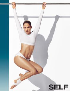 Jennifer Lopez is an American and Latina actress, businesswoman, dancer, and recording artist. Jennifer Lopez is well known for her super revealing and super sexy outfits Lopez Show, Mädchen In Bikinis, Actrices Sexy, Fashion Designer, Naomi Campbell, Covergirl, Fitness Inspiration, Editorial Fashion, Celebrity Style