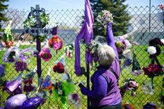 Prince appears to have had a problem with pain pills, one that grew so acute that his friends turned to an addiction doctor just before his death. Grand Prince, Paisley Park, Hanging Flowers, Ny Times, Garden Sculpture, The Outsiders, Addiction, Photos, Images