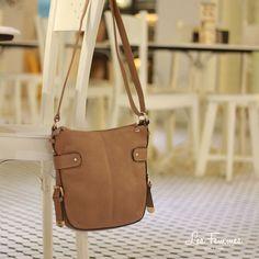 Rizme, tas selempang fungsional bergaya kasual dan simpel, cocok dikenakan untuk penampilan sehari-hari. Detail tas : • Warna khaki • Ukuran 30*26 cm • Harga 199,000  Order via : Website : www.lesfemmes.co.id SMS / WA : 081284789737 Email : care@lesfemmes.co.id  Happy shopping!