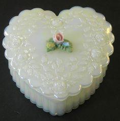 Fenton Opalescent Art Glass Heart Shaped Trinket Box❤❤❤
