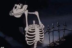 Broken hearts break bones Cartoon Profile Pictures, Cartoon Pics, Skeleton Art, Theme Halloween, Spooky Scary, Vintage Cartoon, Halloween Wallpaper, Aesthetic Grunge, Belle Photo
