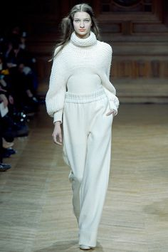 Christian Wijnants Fall 2013 Ready-to-Wear Collection Photos - Vogue Minimal Fashion, High Fashion, Fashion Show, Fashion Tips, Fashion Design, Knitwear Fashion, Crochet Fashion, Moda Crochet, Christian Wijnants