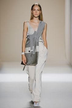 http://www.vogue.com/fashion-shows/spring-2017-ready-to-wear/victoria-beckham/slideshow/collection