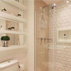 Belíssimo banheiro da arquiteta Monise Rosa para inspirar quem curte ambientes claros. Lindo, hein?! . Confira mais dicas de Casa & Decoração em nosso site: portaltrends.com.br [link no perfil] @portaltrends