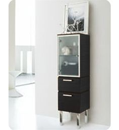 LaToscana linen tower's modern style will complement your modern bathroom.